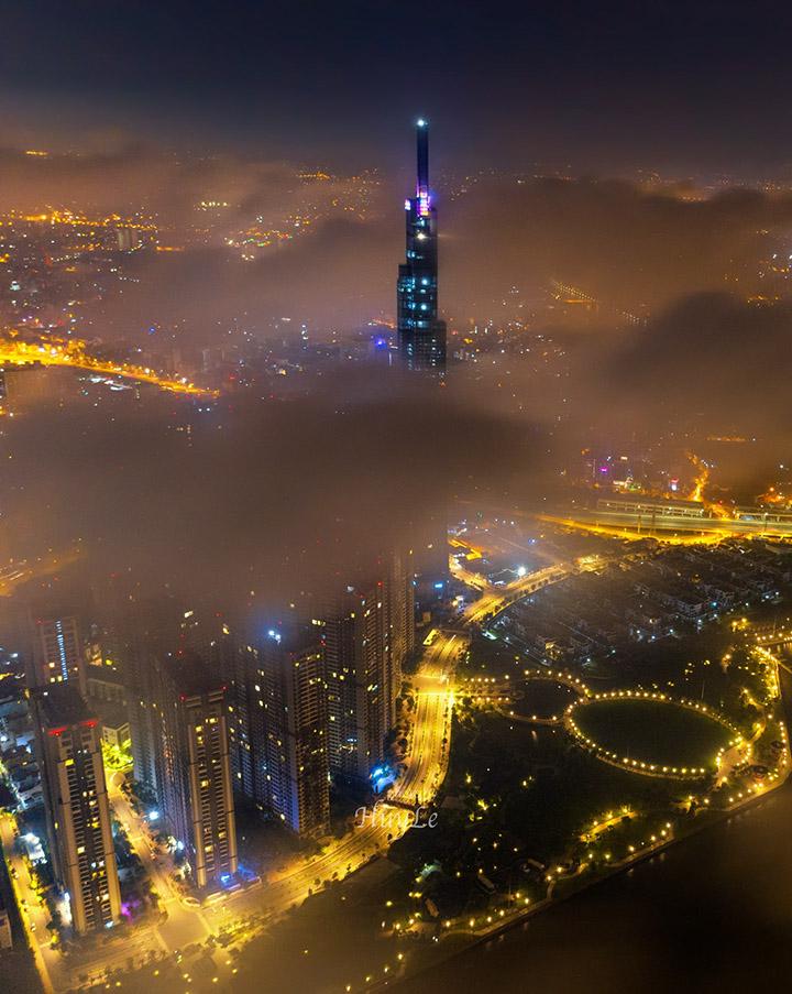 Ảnh đẹp landmark 81 ẩn mình trong sương