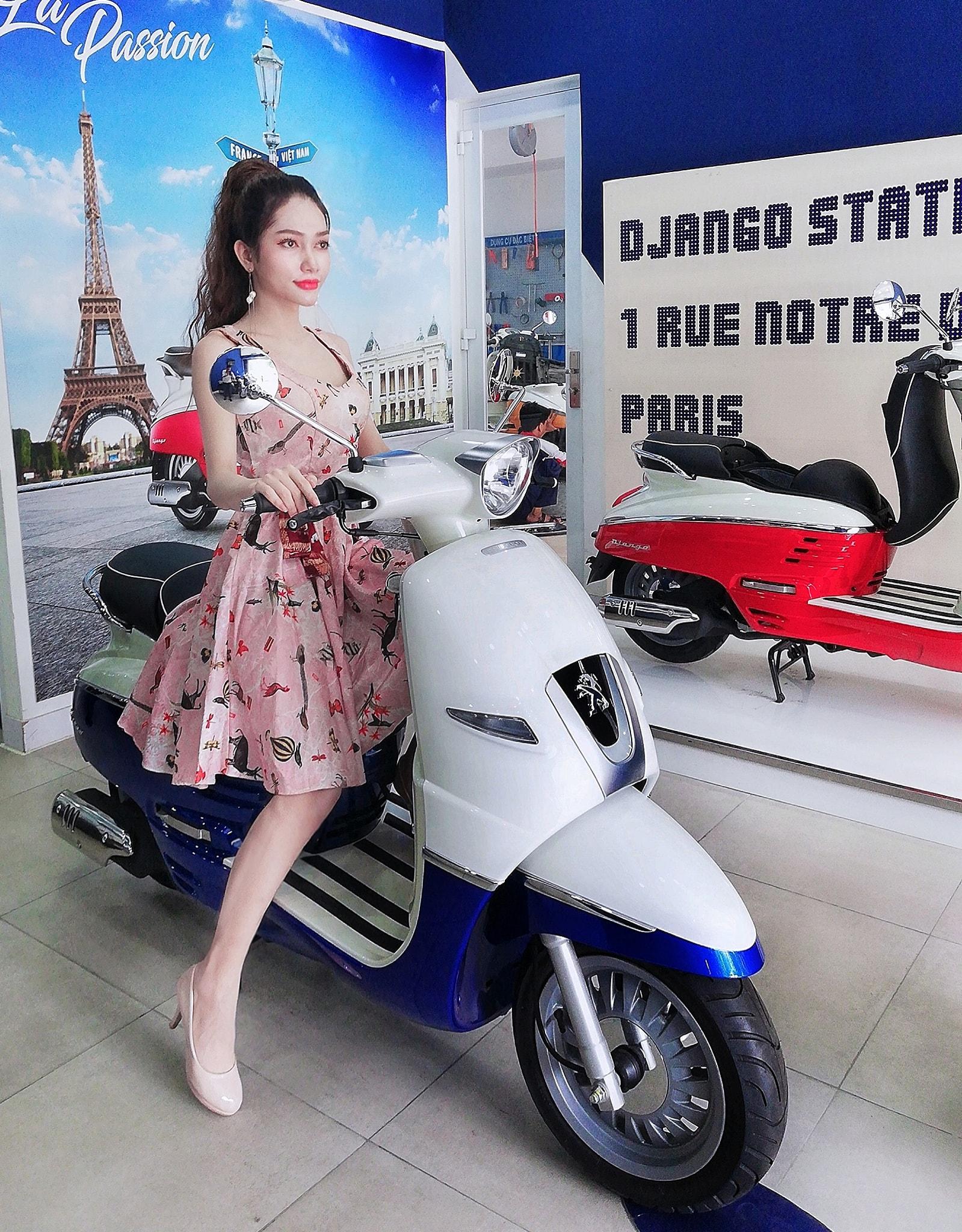 Mẫu chụp ảnh quảng cáo xe máyMẫu chụp ảnh quảng cáo xe máy