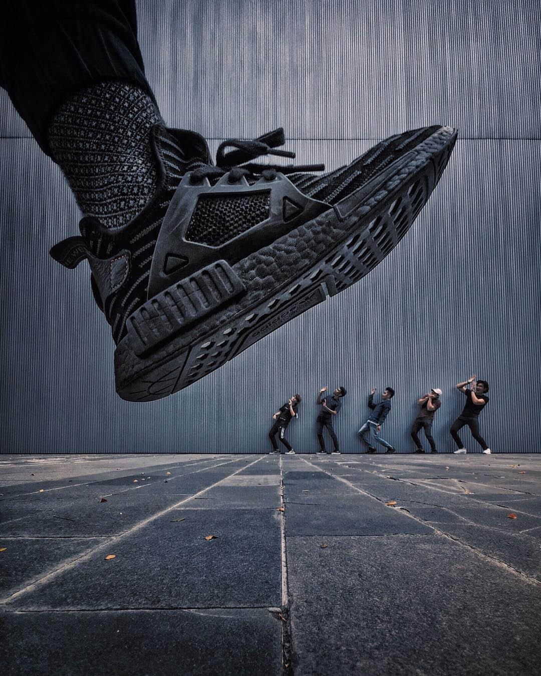 Giày to người bé