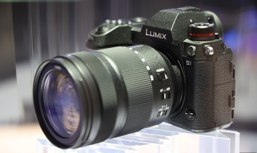 Panasonic Lumix S1 and S1R