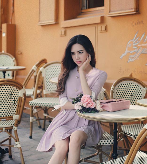 Chụp cùng một bó hồng Pastel