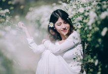 10 cách phối đồ cực cool cho các cô gái khi chụp ảnh với hoa cúc họa mi