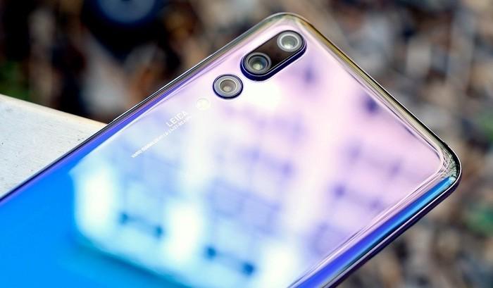 Camera trên smartphone ngày càng có chất lượng tốt hơn. Tuy nhiên, với các phụ kiện hỗ trợ, người dùng hoàn toàn có thể dùng chiếc smartphone của mình chụp những bức ảnh tuyệt đẹp.