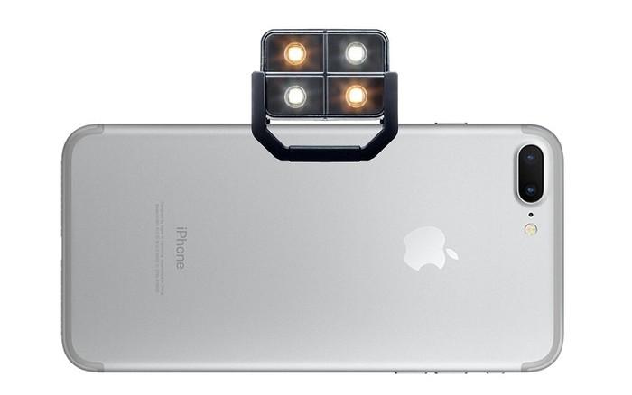 Đèn iBlazr 2 LED giúp những bức ảnh có ánh sáng tự nhiên mà không bị chói lóa hay mờ hình ảnh như đèn flash.