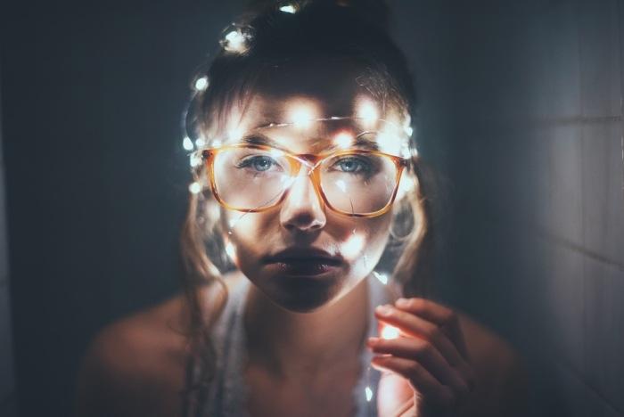 Đôi mắt còn long lanh hơn cả những bóng đèn