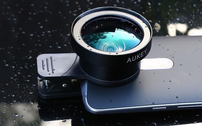 Bộ ống kính Aukey Ora là ống kính góc rộng lên tới 140 độ và macro 10x để chụp cận cảnh.