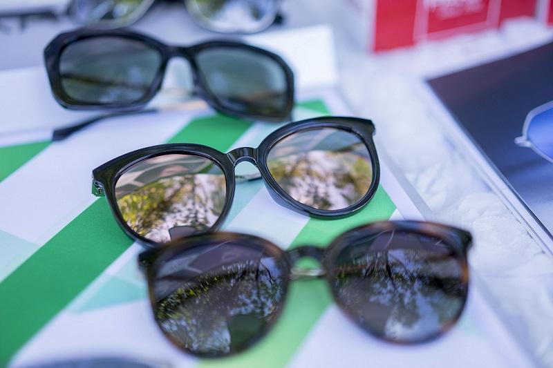 Lấy kính mát làm bộ lọc phân cực