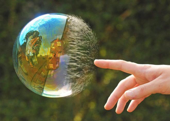 Đây là khoảnh khắc bong bóng xà phòng vỡ tan