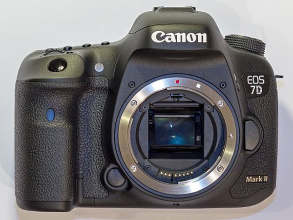 Máy ảnh Canon 7D Mark II