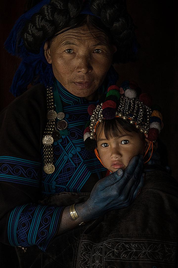 Hình ảnh được chụp ở Y tý tỉnh Lào cai, Hai mẹ con người Hà Nhì