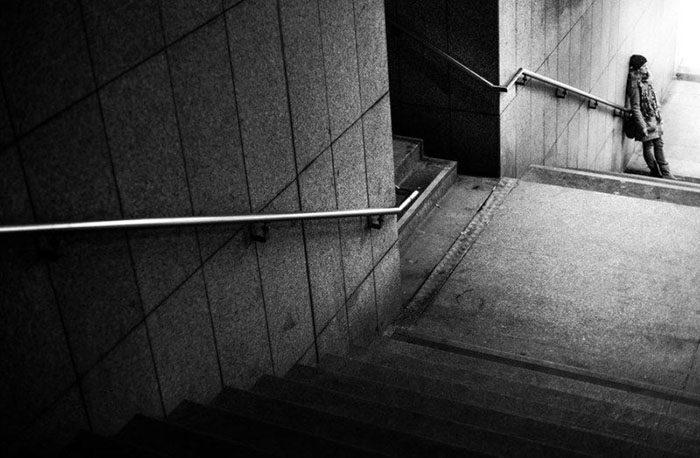Chụp cầu thang bộ từ trên xuống
