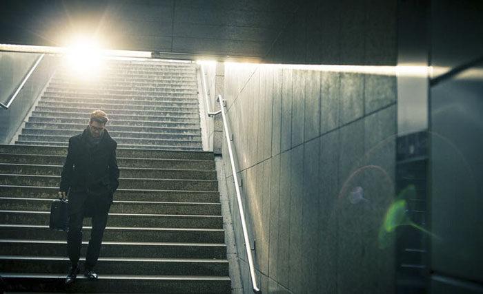 Chụp cầu thang bộ từ dưới lên