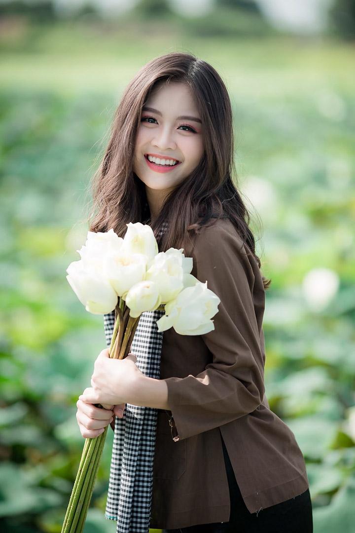 Bộ chân dung chụp áo bà ba với nụ cười đẹp tỏa nắng của mẫu Ngọc Chử