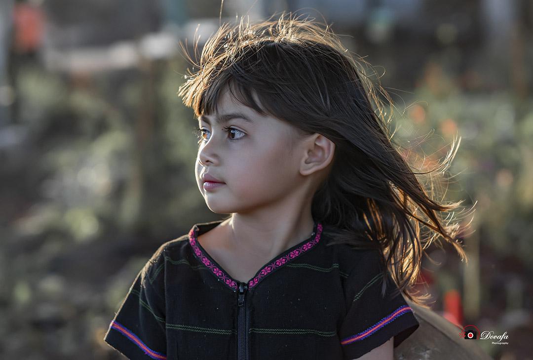 Hình ảnh em bé dân tộc